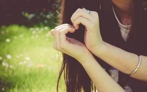 гладкая кожа, сердца, девушка, темные волосы