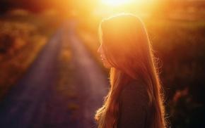 размыто, солнечный свет, длинные волосы, брюнетка, дорога