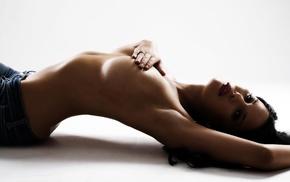 секси, девушка, позирует, брюнетка, белый фон, грудь