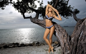 blonde, sea, posing, tree, statuette