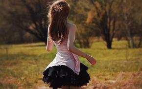 девушки на открытом воздухе, платье, длинные волосы, девушка, брюнетка