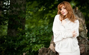 long hair, redhead, brown eyes, freckles, girl outdoors, Vica Kerekes