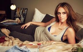 Jennifer Love Hewitt, bed, actor
