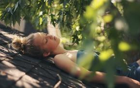 depth of field, closed eyes, leaves, girl outdoors, sunlight