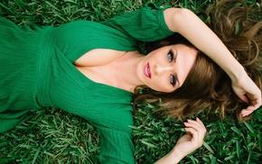 Aida Ridic, cleavage, grass, model