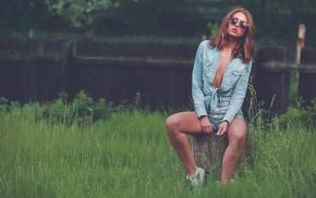model, sitting, girl outdoors, glasses