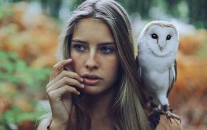 finger on lips, blue eyes, blonde, girl, long hair, owl