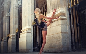 splits, barefoot, hot pants, tight clothing, girl outdoors, blonde