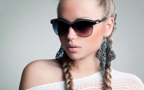 juicy lips, face, earrings, sunglasses, plait, blonde