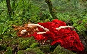 Tale of Tales, forest, red dress, moss, closed eyes, movies