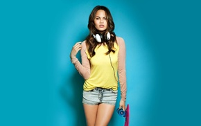looking at viewer, brown eyes, jean shorts, skateboard, girl, Chrissy Teigen