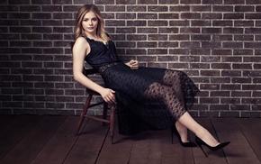 Chlo Grace Moretz, blonde, actress, chair, black dress, dress