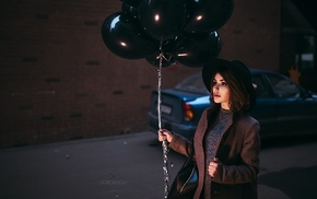 hat, juicy lips, girl, brunette, depth of field, balloons