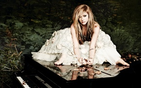 Avril Lavigne, celebrity, singer, piano, girl