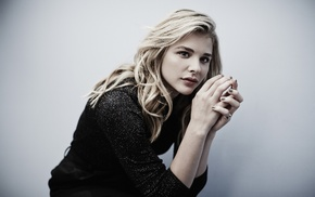 Chlo Grace Moretz, green eyes, simple background, hand, actress, long hair