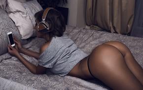 T, shirt, headphones, ass, girl, in bed