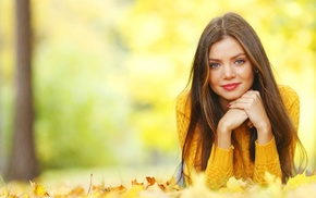 looking at viewer, sweater, smiling, long hair, face, girl outdoors