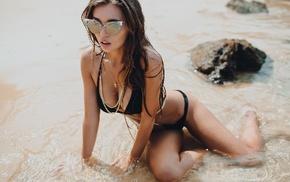 cleavage, black bras, sunglasses, wet body, brunette, bikini