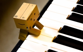 Danbo, Amazon, piano