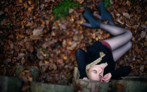 girl outdoors, high heels, leaves, pantyhose, red leaves, girl