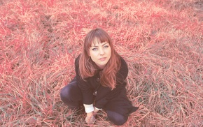 girl, field, musician, Angel Olsen, looking up, blue eyes
