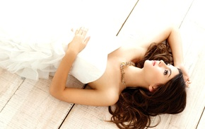 white dress, Victoria Justice